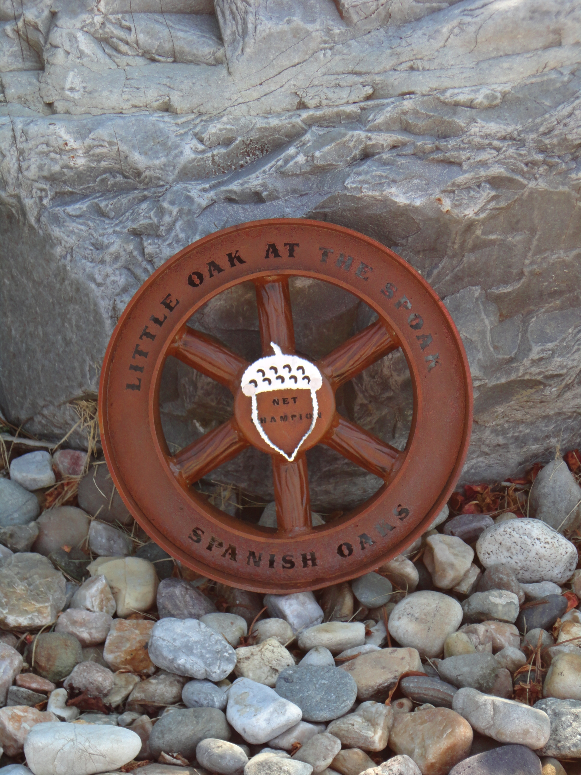 wagon-wheel-golf-trophy-spanish-oaks